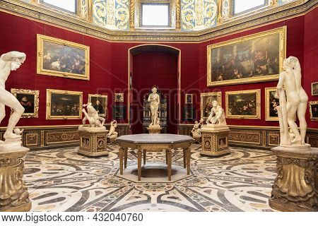 Florence, Italy - Circa August 2021: The Tribuna Room Was The First Nucleus Of The Uffizi Gallery.