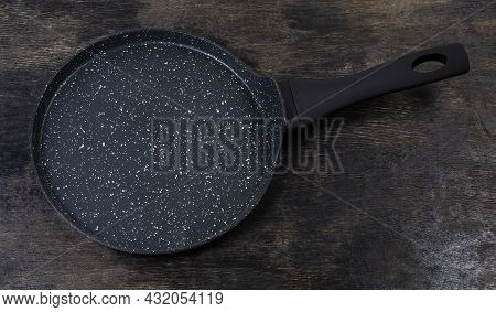 Empty Modern Flat Shallow Frying Pan For Cooking Pancakes, Made Of Forged Aluminum With Non-stick Co