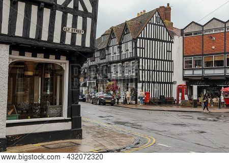 Stratford-upon-avon, Great Britain - September 15, 2014: There Are Hisctoric Medieval Half-timbered