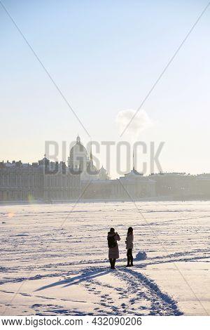 Saint-petersburg, Russia - January 31, 2019: People Walk On The Frozen Neva River In Saint-petersbur