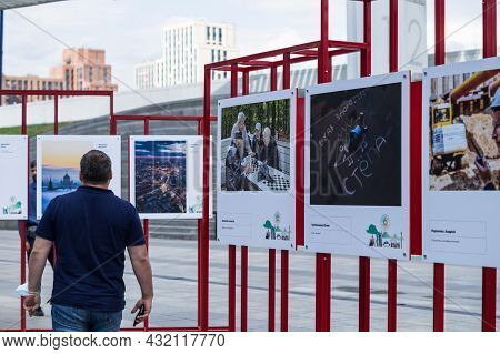 Moscow, Russia - September 2021: City Photography Competition Planet Moscow. Exhibition Of The Final