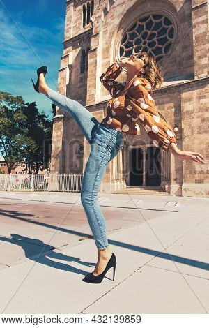 Stylish Young Traveler Woman Visiting Famous Place, Walking With Leg Up