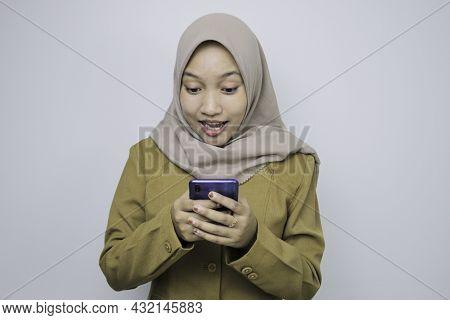 Shock Government Worker Women When Using A Smartphone. Pns Wearing Khaki Uniform.