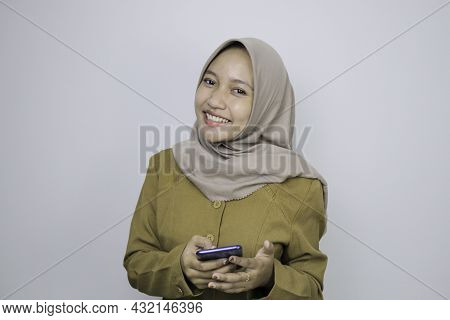 Happy Government Worker Women When Using A Smartphone. Pns Wearing Khaki Uniform.