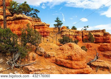 Red Canyon Arches trail in Losee Canyon. The most popular trails in Red Canyon. Red-brown canyons and outliers are composed of soft sedimentary rocks. USA.