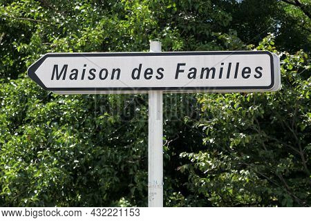 House Of Families Called Maison Des Familles Road Sign In French Language