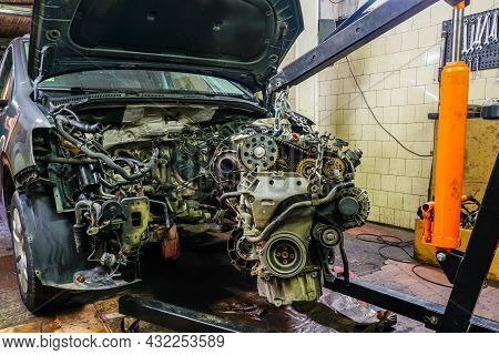 Dismantling The Engine From The Car With The Help Of A Folding Hydraulic Crane