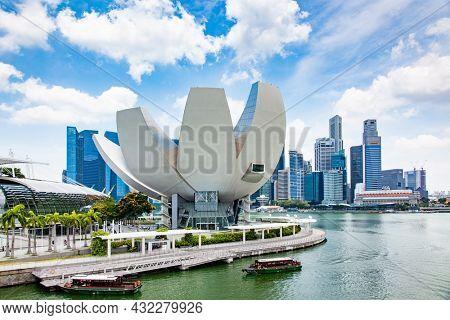 SINGAPORE, SINGAPORE - MARCH 2019: Singapore Skyline. Singapore`s business district.
