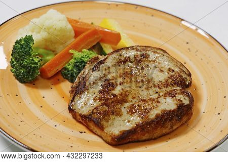 Grilled Chicken Breast With Steamed Vegetables, Includes Carrot, Cauliflower, Broccoli And Zucchini,
