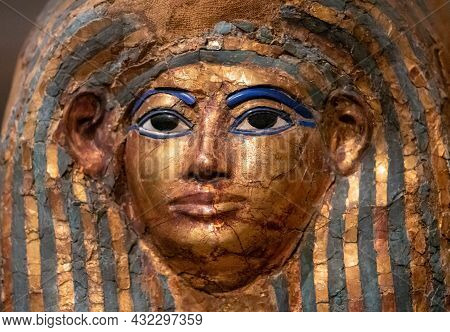 Close Up Funerary Mask Of Merit Ptah, An Early Physician In Ancient Egypt (1550 To 1292 Bc), Made By