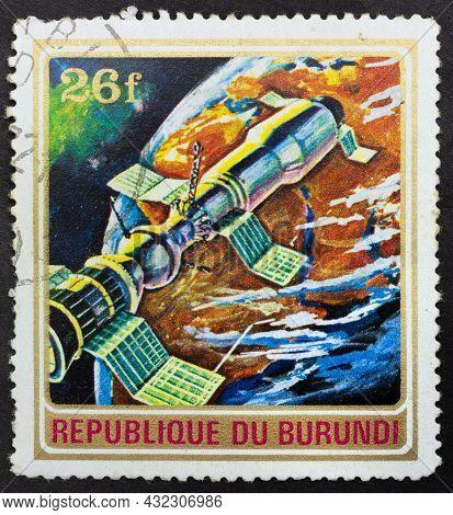 Republic Of Burundi - Circa 1972: Postage Stamp 'space Rocket Soyuz 11' Printed In Republic Of Burun