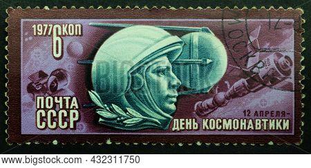 Ussr - Circa 1977: Postage Stamp 'portrait Of Yuri Gagarin' Printed In Ussr. Series: 'cosmonautics D