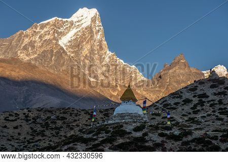 Tibetan Stupa Located At  Dingboche Village With Beautiful View Of Mt.taboche (6,501 M) At Sunrise.
