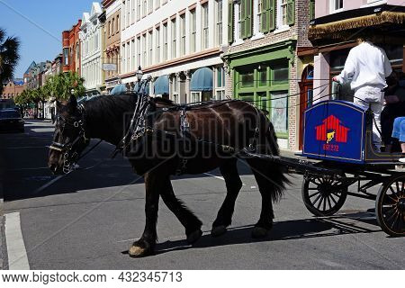 Charleston,sc - Usa - 04-19-2021: A Guide Gives A Horse Drawn Carriage Tour On King Street In Charle