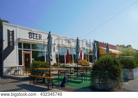 Raleigh,nc Usa - 9-6-2021: Standard, A Popular Craft Brewery And Restaurant In The Person Street Pla