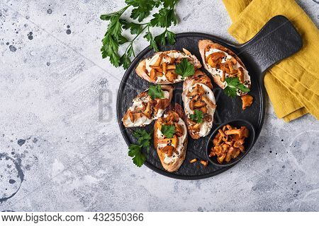 Chanterelle Sandwiches With Cheese. Open Faced Sandwich With Creamy Cheese, Seasonings And Pepper An