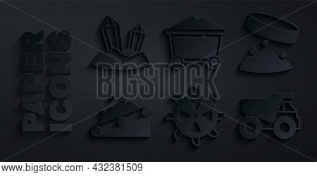 Set Bucket Wheel Excavator, Giant Magnet Holding Iron Dust, Conveyor Belt Carrying Coal, Mining Dump