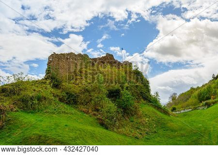 Urquhart Castle Beside Loch Ness In Scotland, United Kingdom. Close To Drumnadrochit And Inverness.