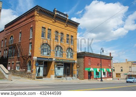 Malone, Ny, Usa - Apr. 29, 2017: Historic Sandstone And Brick Commercial Buildings With Italianate S