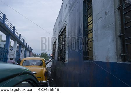 Howrah, West Bengal, India - 4th August 2020 : Toll Tax For Crossing 2nd Googly Bridge Is Being Coll