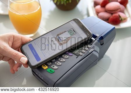 Alanya, Turkey - October 1 2019 : Waman Hand Holding Iphone 11 With Apple Pay On The Screen And Pay