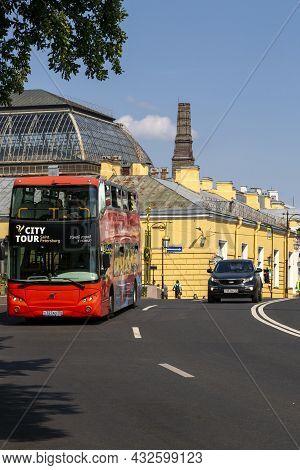 St. Petersburg, Russia - July 09, 2021: Tourist Bus On Panteleimon Bridge In St. Petersburg