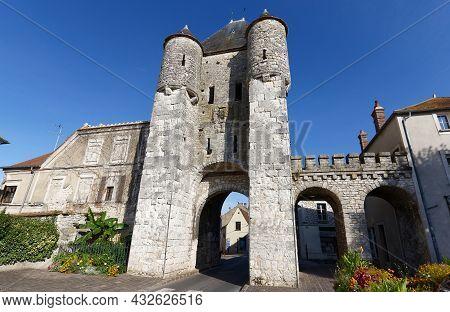 Medieval Tower Samois Gate In Moret-sur-loing. Moret-sur-loing Is A Commune In Seine-et-marne Depart