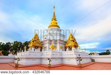 Wat Santi Tham, Doi Mae Salong, Chiang Rai,thailand