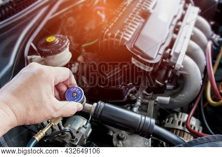Close Up And Technician Setting Plug Of Air Refill Kit For Car Repair Air  Condition Maintenance Con