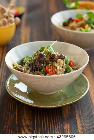 Shirataki noodles with mushrooms