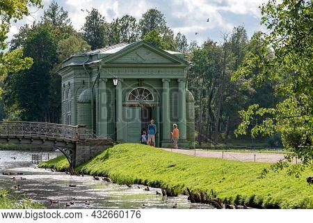 Gatchina, Leningrad Region, Russia - August 18, 2021: People Near Venus Pavilion On The Island Of Lo
