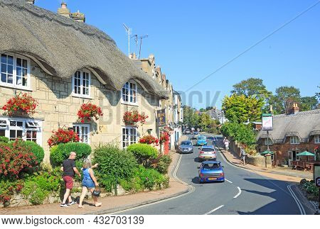 Shanklin Village, Isle Of Wight, 2021.  A Pretty Old Town Famous For It's Thatched Cottages, And Col