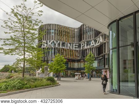 Frankfurt Am Main, Germany-august 23, 2021: The Facade With Lettering Of The Skyline Plaza In The Eu