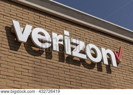 Prescott - Circa September 2021: Verizon Wireless Retail Location. Verizon Delivers Wireless, High-c