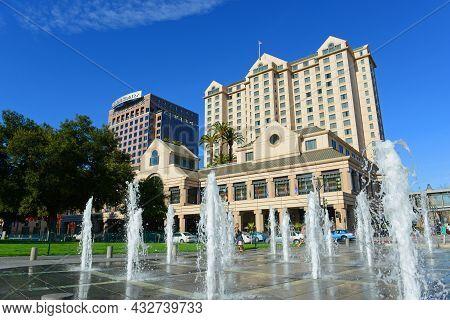 San Jose, Ca, Usa - Mar. 10, 2014: Fairmont Hotel San Jose At 170 S Market Street And Market Square