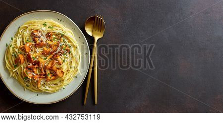 Pasta Spaghetti With Mushrooms Chanterelle And Parmesan Cheese. Healthy Eating. Vegetarian Food. Ita