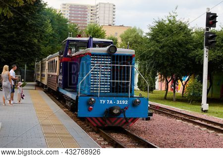 Kyiv, Ukraine-august 22, 2021:coulpe With Little Girl Are Waiting For The Train. Diesel Locomotive T