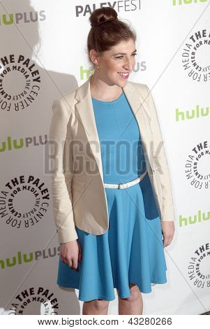 BEVERLY HILLS - MARCH 13: Mayim Bialik arrives at the 2013 Paleyfest