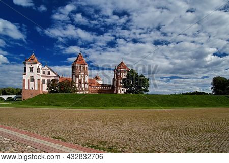 08.09.2021, Belarus-mir Castle Of The 16th Century With Towers. Medieval Fortress With Brick On The