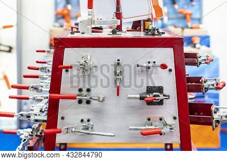 Various Type Metal Toggle Clamp Or Quick Lock E.g. Pull Push Latch Vertical Horizontal Handle Clamp