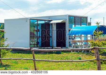 Prefabricated Modular House With Large Panoramic Windows, Prefabricated Social Housing For Migrants.