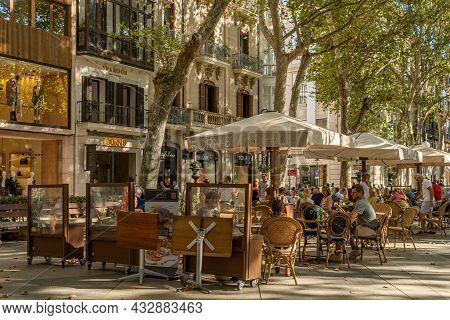 Palma De Mallorca, Spain; September 10 2021: General View Of The Paseo Del Borne In The Historic Cen