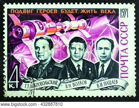 Ussr - Circa 1971: Postage Stamp 'pilot-cosmonauts G. Dobrovolsky, V. Volkov, V. Patsayev' Printed I