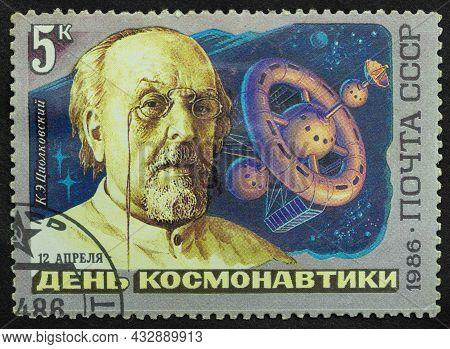 Ussr - Circa 1986: Postage Stamp \'portrait Of K. Tsiolkovsky\' Printed In Ussr. Series: \'cosmonaut