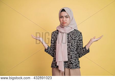 Muslim Woman With Sullen Facial Expression And Sideways Hand Gesture Helplessly