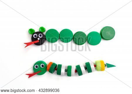 Diy Summer Paper Craft For Kids, How To Make Snake From Plastic Bottle Cap, Homemade Handicraft, Reu