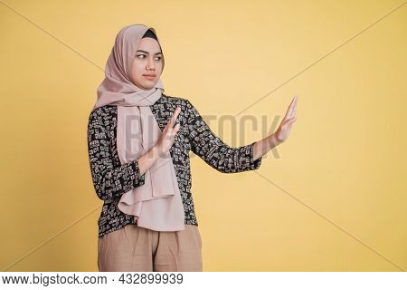 Veiled Woman With Refusing Offer Gesture Pose With Copyspace