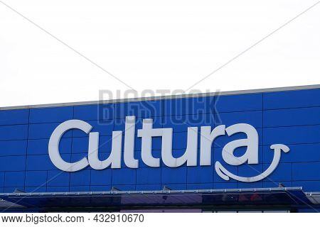 Bordeaux , Aquitaine  France - 09 10 2021 : Cultura Logo Brand And Text Sign On Store Cultural Art W