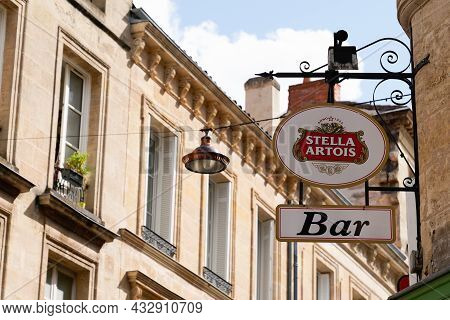 Bordeaux , Aquitaine  France - 09 10 2021 : Stella Artois Wall Brewery Brand Text Bar And Sign Logo