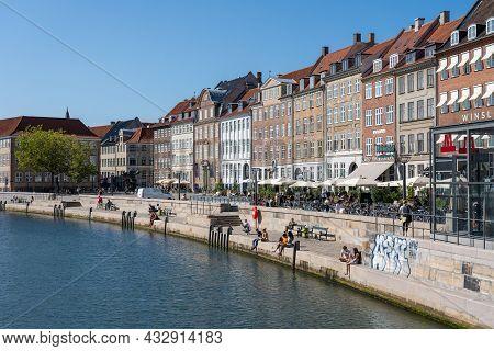 Copenhagen, Denmark - September 2, 2021: People Enjoying A Sunny Day At Slotsholmen Canal And Gammel